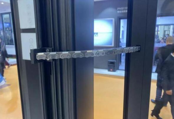 沃伦门窗电动外推窗产品选用的平推铰链